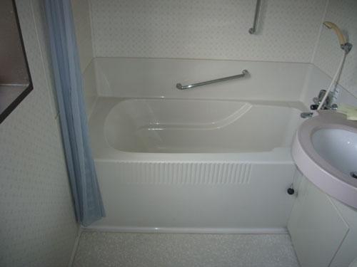 2階に浴室がございます。こちらも大変綺麗になっております。