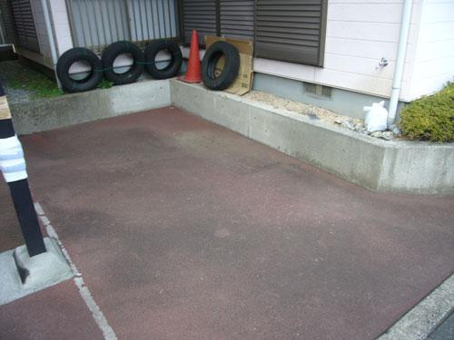 こちらは敷地内の駐車スペースです。隅切り対応しておりますので車庫入れもスムーズです。