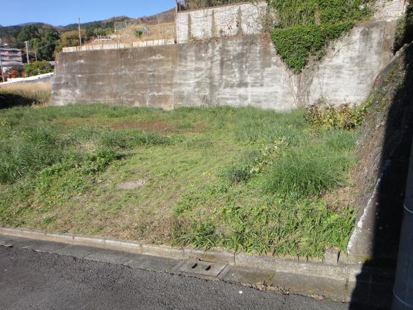 別角度からの画像敷地は石積み擁壁の所までになります。