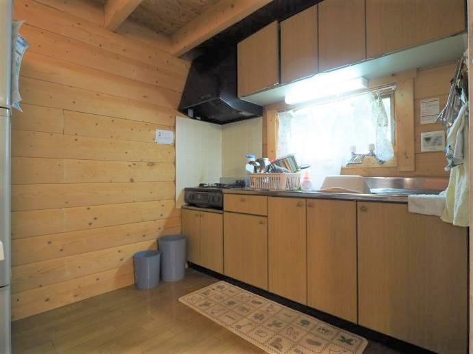 キッチンは十分な広さがございます。自然の中で食べる食事は一段と美味しく。