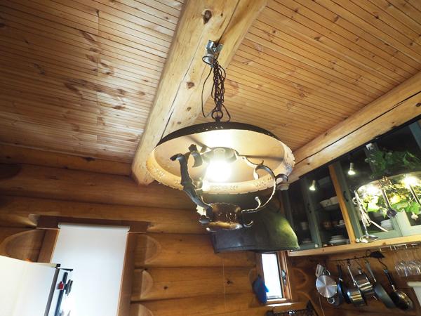 海賊船がテーマですから照明器具にもこだわっております。