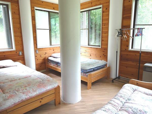 1階のベッドルームも広々としたスペースです。