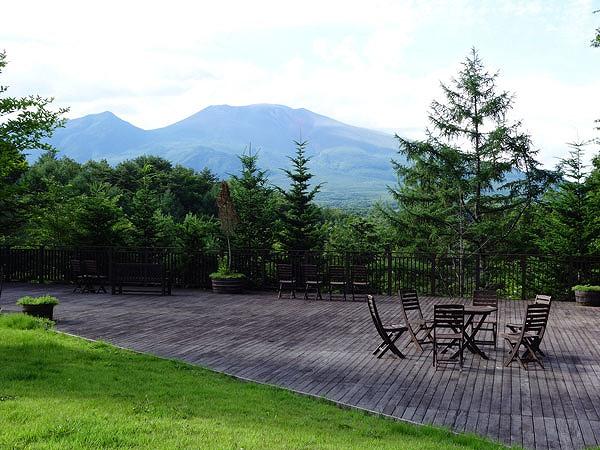 オナーズヒル軽井沢別荘地内から見る雄大な浅間山の眺望。