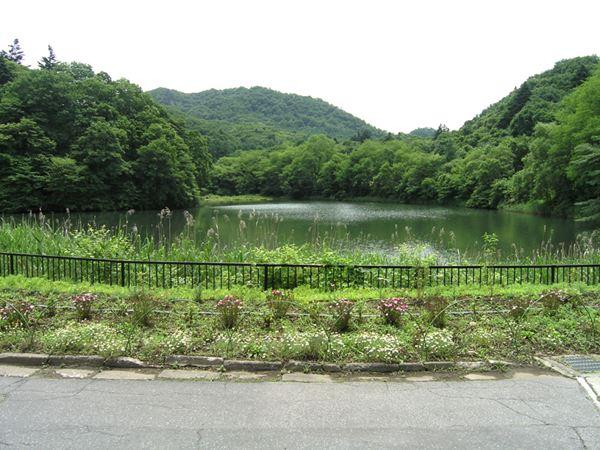 """別荘地入り口 """"八風湖"""""""