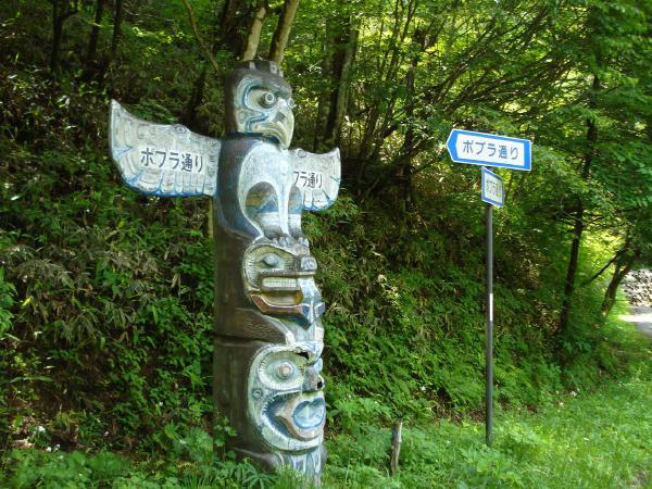 周辺環境の様子①:物件への目印があり広い別荘地にありがちな「迷子」の心配ございません!!