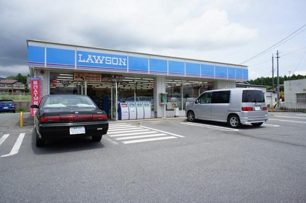 国道18号沿いにはコンビニや有名なパン屋(浅野屋さん)などがございますよ。