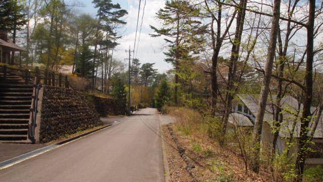 しっかりと整備された前面道路です。