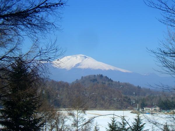 冬の浅間山。建物を建てるとこのような感じの眺望です。