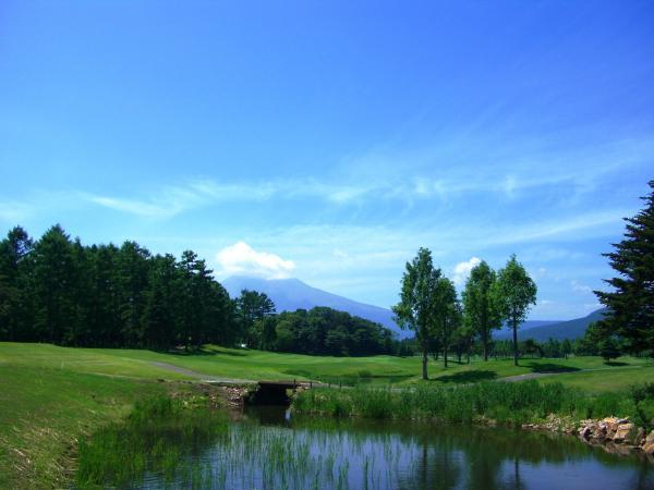 72ゴルフクラブ北コースまで約1.8㎞(車約4分)