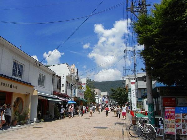 旧軽井沢銀座まで車で約9分(約4.1km)人気ベーカリー浅野屋やフランスベーカリーがあります。