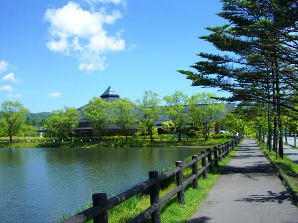 矢ケ崎公園、大賀ホールまで車で約12分(約5.6km)一流の音楽が楽しめます。