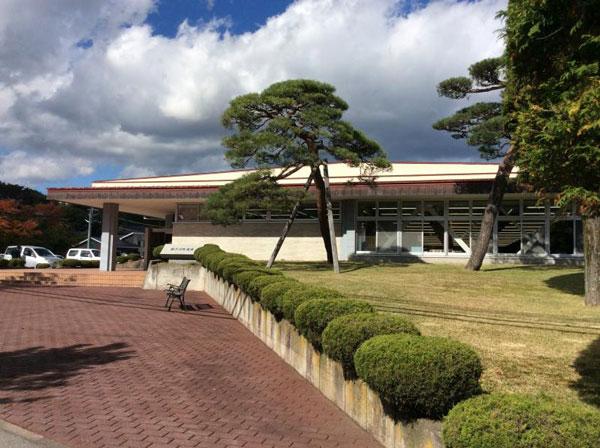 軽井沢町役場まで車で約8分(約3.2㎞)