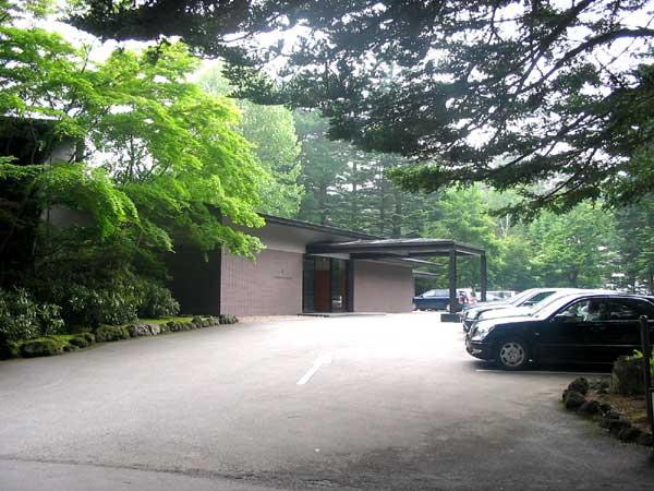 旧軽井沢ゴルフにも車でのアクセスが楽な場所です。