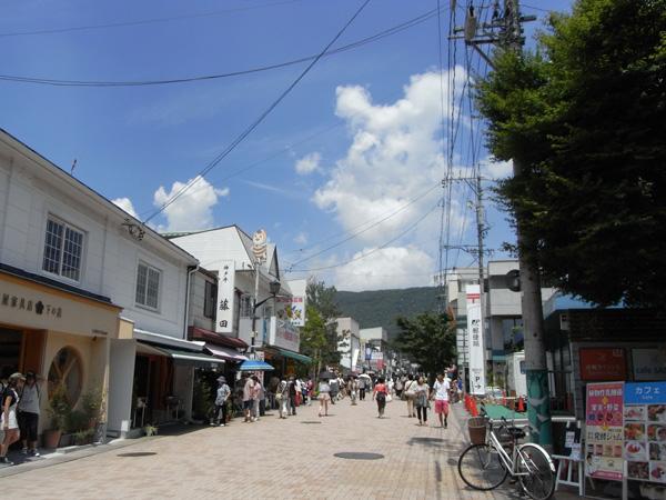 旧軽井沢銀座通りまで約3.6㎞。車で約9分です。