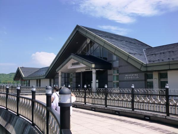 軽井沢駅から約4.4㎞車で約11分。東京軽井沢間は約1時間10分です。