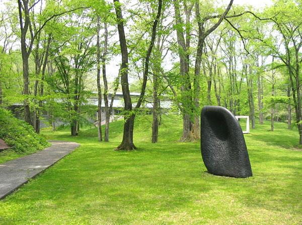 苔庭が印象的なセゾン美術館まで2.7km(車で約6分)