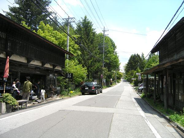 追分宿まで徒歩約19分(約1.5km)!ギャラリーショップやお蕎麦屋、パン屋、カフェが点在しています
