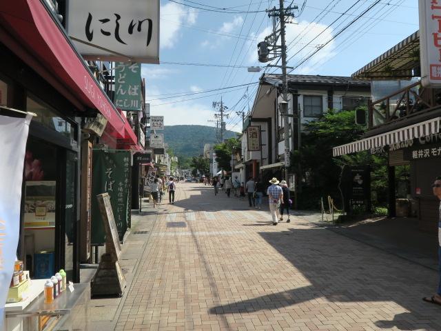 旧軽井沢銀座通りまで約3.4km。食べ歩きや美術館巡りなどお楽しみください。