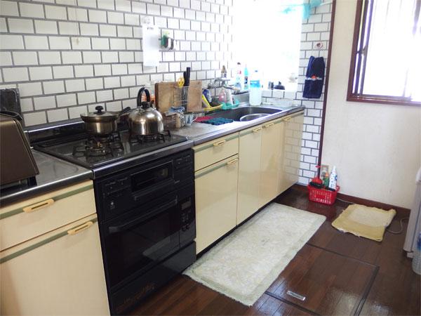 【キッチン】幅・奥行も広く機能的なキッチンです。