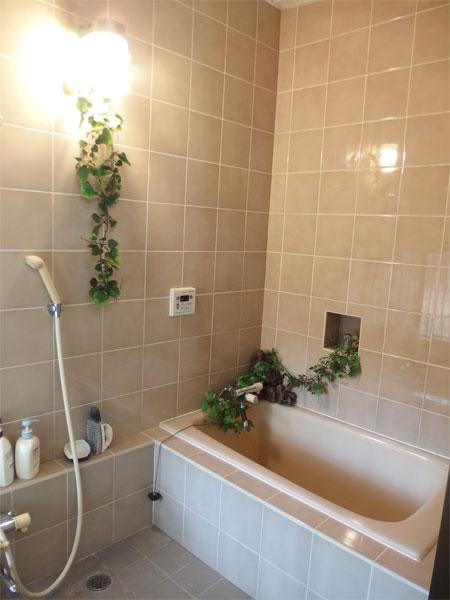 【浴室】温泉を楽しむことができます。