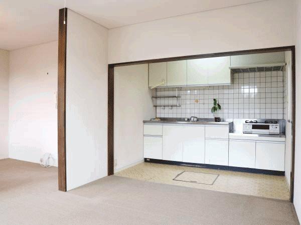 ≪キッチン≫ リビング奥に配置されているキッチン。