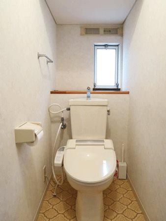≪お手洗い≫ 温水洗浄機能付きのトイレです。
