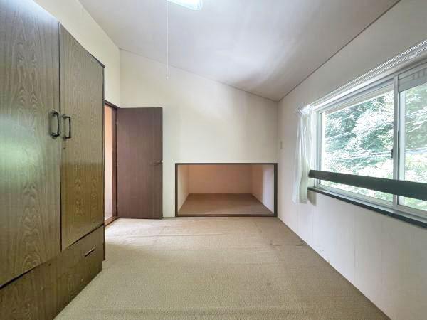 ≪洋室≫ 部屋の反対側に収納スペースがあります。