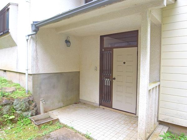 ≪玄関≫ 外壁は2013年末に塗装しています