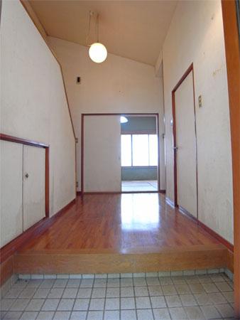 ≪玄関≫ ゆったりとした高さのあるホールになっています
