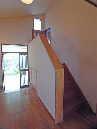 ≪階段≫ リビングまでは階段を上ります