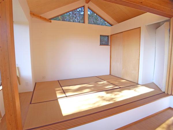 リビングスペース横に配置された和室です。