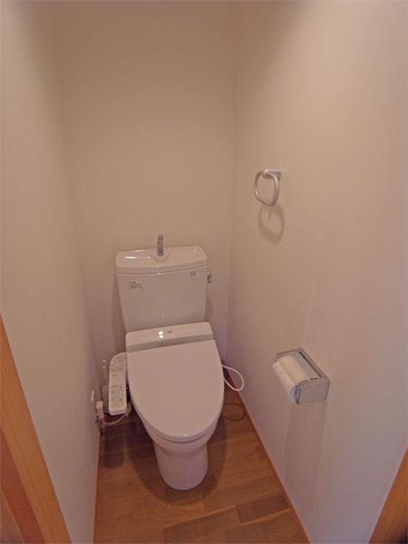 現在のオーナーは別荘利用ですので、トイレも綺麗です。