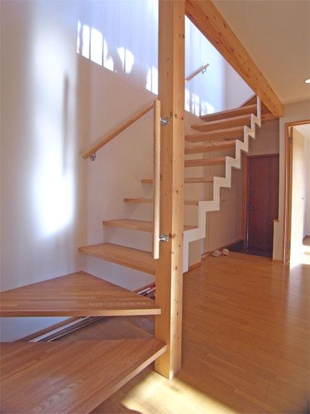 階段にもデザイン性が感じられますね。