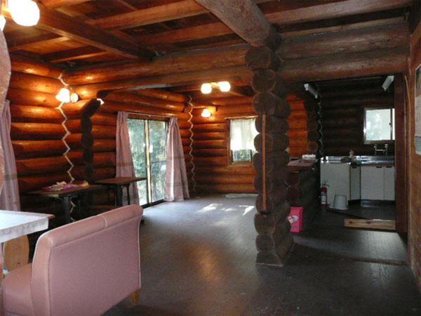 離れ1階ワンフロアーの為、他目的に利用可能です。木の味わいを感じながら、過ごせるスペースです