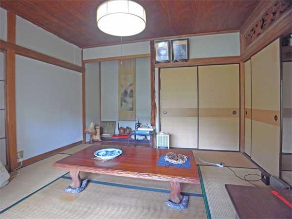 床の間と欄間のある和室8帖