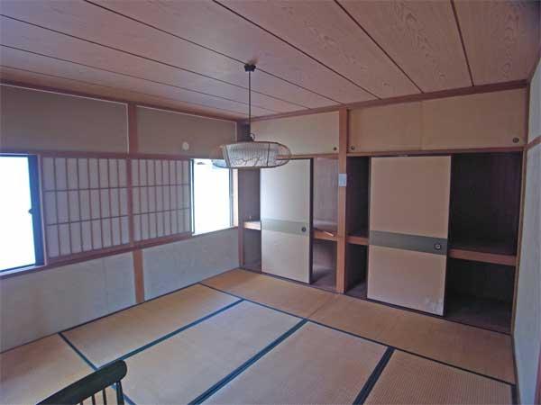 和室8帖 収納がたっぷりあります。