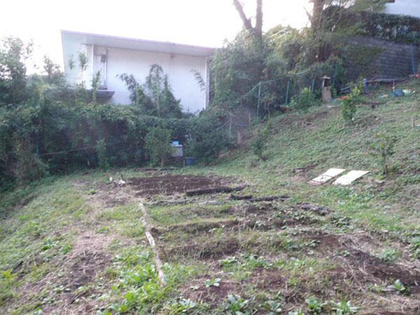 敷地全体は南東傾斜地です。