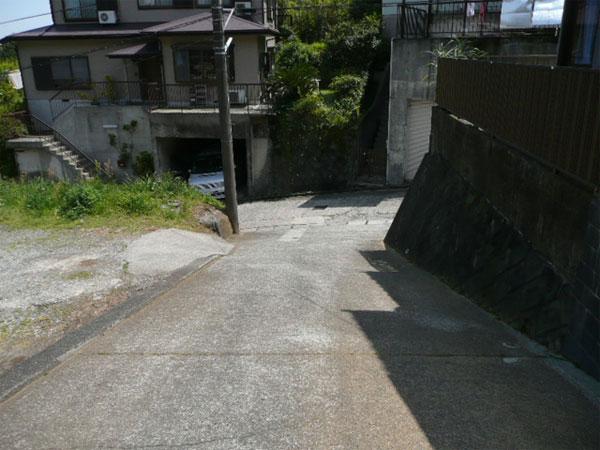 約4メートル幅の私道です。閑静な住宅地です。