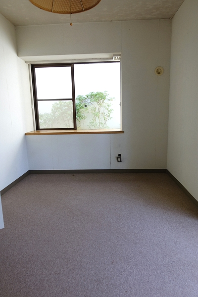 洋室は寝室にご利用になると良いのではないでしょうか。