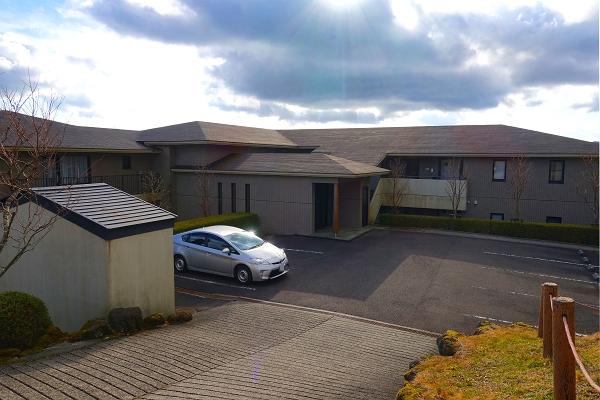 浴室はビューバスです。温泉ではありませんが、景色を愉しみながらお寛ぎください。