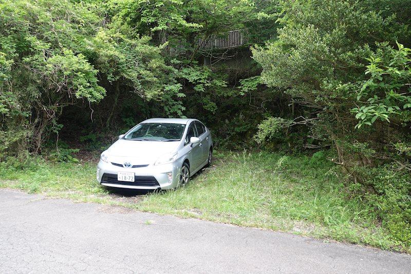 駐車場は約2台分のスペースが確保されています。