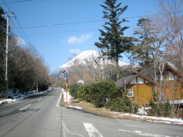 敷地内から(西道路面)富士山を望みます。