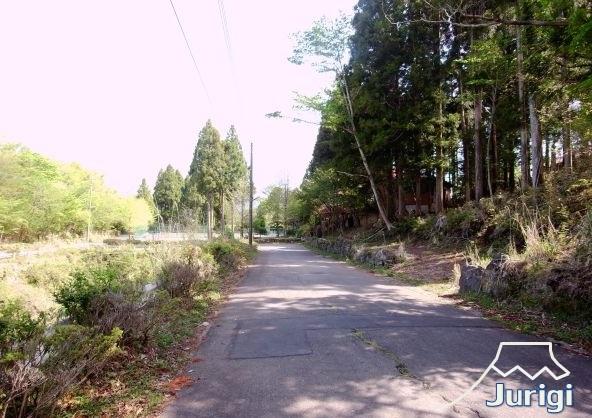 前面道路幅員は、約5m、舗装道路です。