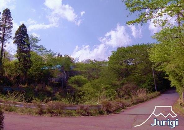 もちろん、ロケーションもこのとおり、富士山も望める、別荘地です。