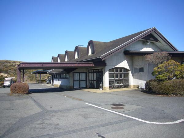 芦ノ湖カントリークラブハウスです。ご紹介の土地から車で約4分です。(約1.6Km)