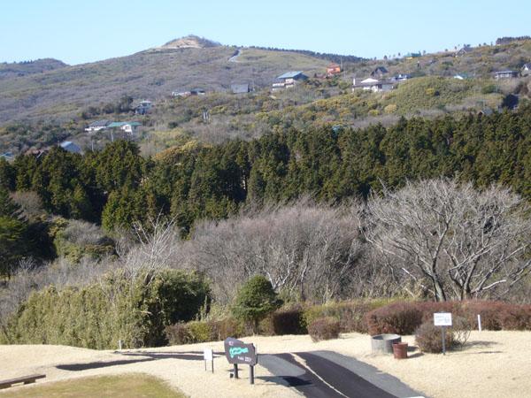伊豆箱根リゾートでは唯一のゴルフ場と別荘地のセットです。
